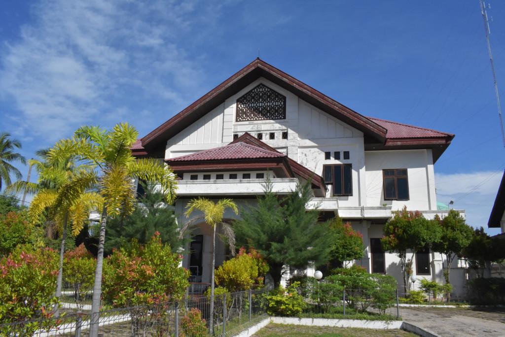 Alamat : Jln. Tgk. Chik Ditiro, No. 30 Sigli, 24112 Email : rakyatpidie40@gmail.com
